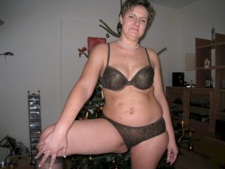 Femme sexy domina pour homme docile