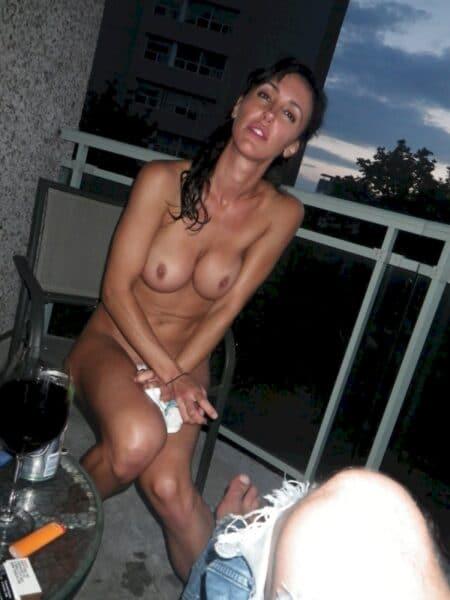 Passez une nuit sans tabou avec une coquine sexy